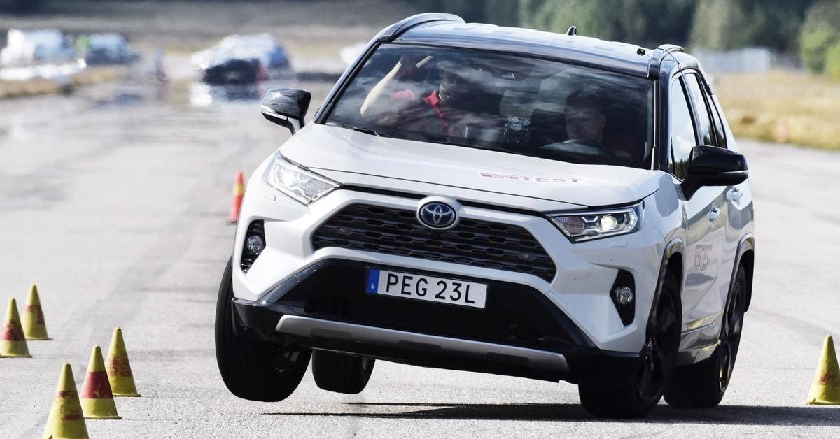 Тест обновленной Toyota RAV4: принесут ли обновки успех?