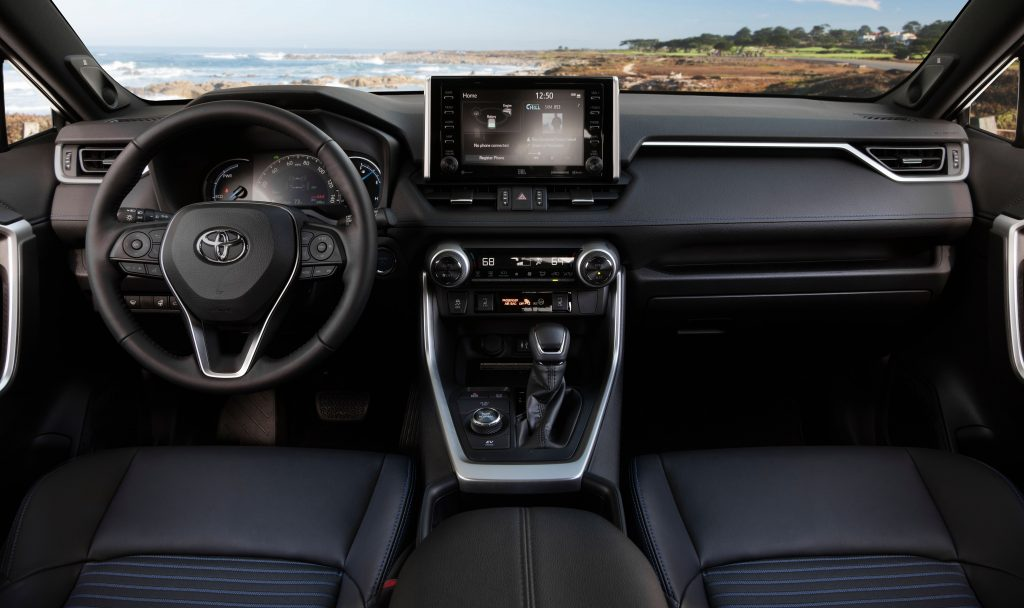 RAV4 Hybrid 2019 года интерьер