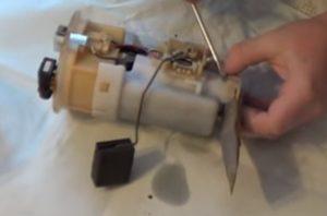 Замена топливного фильтра RAV4 2 поколение