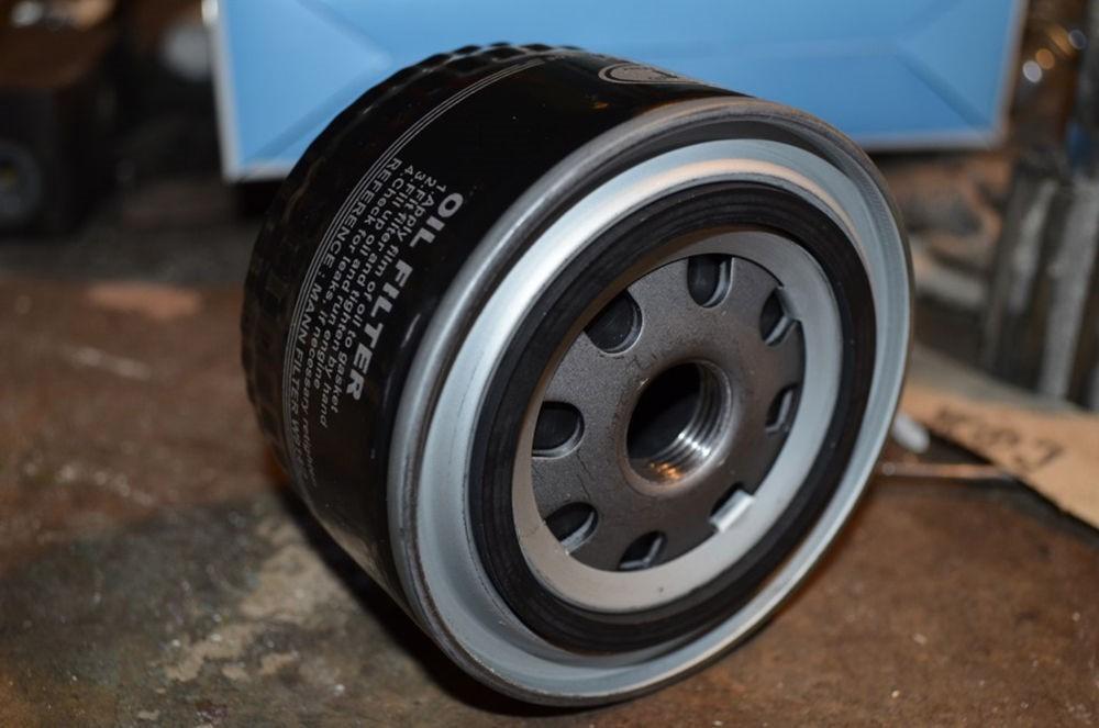Замена масла в двигателе Toyota RAV4 третьего поколения CA30W - маслянный фильтр ДВС