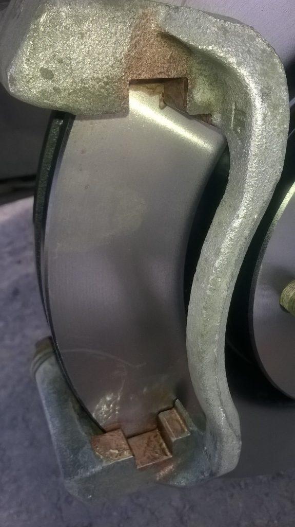 Замена передних тормозных колодок на RAV4 3-го поколения - установка
